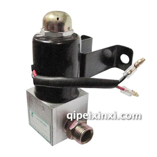 产品名称:二位三通电磁阀 产品;类型:二位三通 电磁阀是用来控制流体方向的自动化基础元件,属于执行器;通常用于机械控制和工业阀门上面,对介质方向进行控制,从而达到对阀门开关的控制。电磁阀里有密闭的腔,在不同位置开有通孔,每个孔都通向不同的油管,腔中间是阀,两面是两块电磁铁,哪面的磁铁线圈通电阀体就会被吸引到哪边,通过控制阀体的移动来档住或漏出不同的排油的孔,而进油孔是常开的,液压油就会进入不同的排油管,然后通过油的压力来推动油缸的活塞,活塞又带动活塞杆,活塞杆带动机械装置动。这样通过控制电磁铁的电流通断就