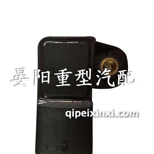 产品名称:发动机进气压力传感器 产品描述:压力传感器以机械结构型的器件为主,以弹性元件的形变指示压力,但这种结构尺寸大、质量重,不能提供电学输出。随着半导体技术的发展,半导体压力传感器也应运而生。其特点是体积小、质量轻、准确度高、温度特性好。特别是随着MEMS技术的发展,半导体传感器向着微型化发展,而且其功耗小、可靠性高。